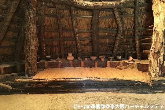 竪穴住居 中