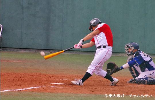 代打で出場の新入団神崎がレフトへ2塁打