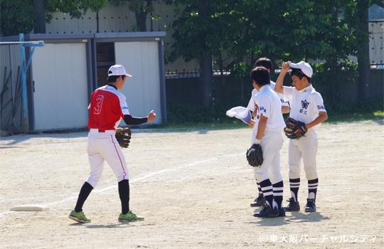 駿熙選手が守備を指導 06BULLS 若江中学野球部訪問