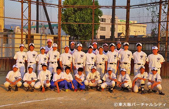 最後に全員で記念写真 06BULLS 若江中学野球部訪問