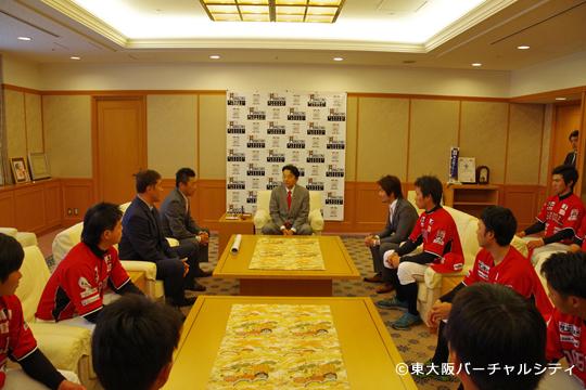 06BULLS東大阪市長表敬訪問・新ユニホーム披露