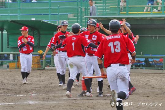 歓喜の瞬間!田井のサヨナラホームランで勝利!