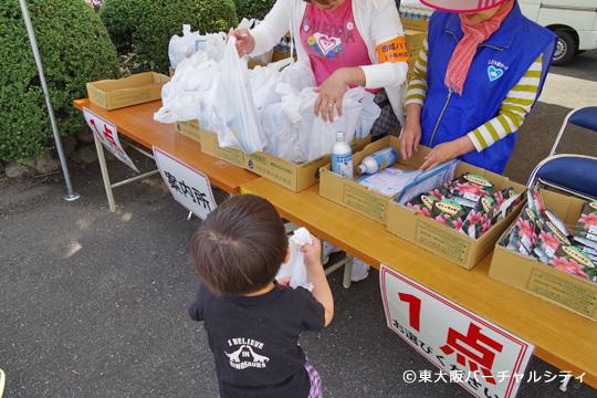 受付では大阪の水や花の種が配布されていました