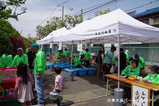 お子さん向けに地元自治会主催の模擬店も出ていました。