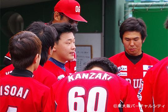試合開始前のベンチで新入団のユンシングン選手が紹介されました。