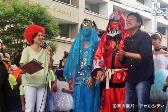 メインの仮装コンテストには。。。私、東大阪バーチャルシティ(右赤)が06BULLS球団スタッフの方と一緒出場!焼肉屋さんのチケットを頂きました^^