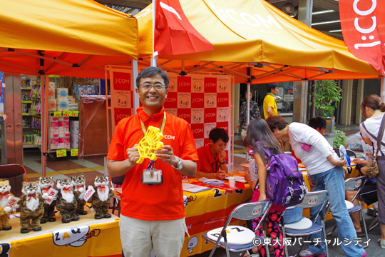J:COM東大阪局さんは自転車をこいで電力を計るゲーム。地域プロデューサーの中飯さんをパチリ^^