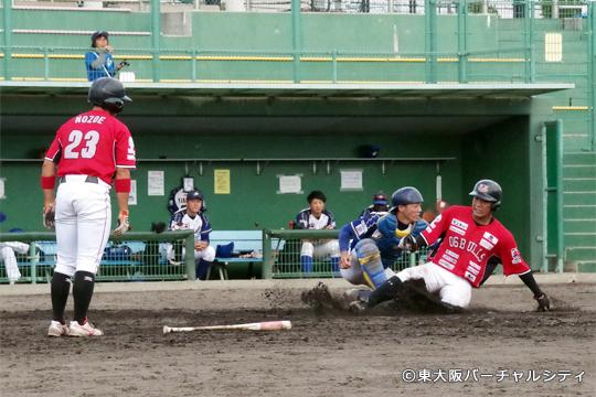 打っては4安打、走っては好走塁でホームを盗む活躍。