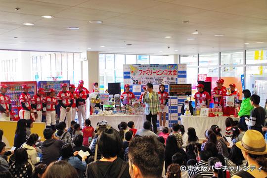 球団とフレスポ東大阪さんから豪華賞品が提供されたビンゴ大会には大勢のお客さんが参加されました。