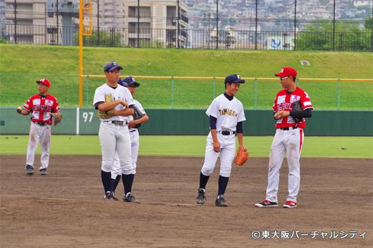 試合後、東大阪市の玉川中学校野球部のみなさんをお招きして野球教室をおこないました。