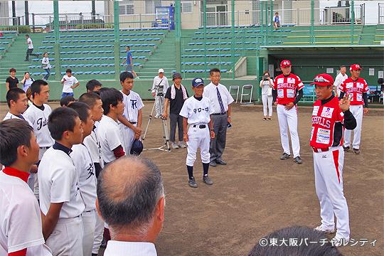 記念撮影後、村上監督・石毛コーチ・坂コーチからアドバイス