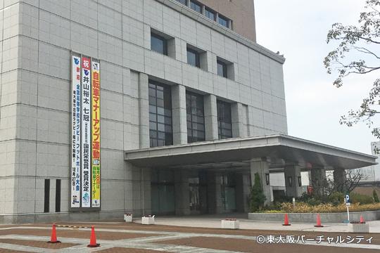 東大阪市役所には国民栄誉賞受賞の垂れ幕が