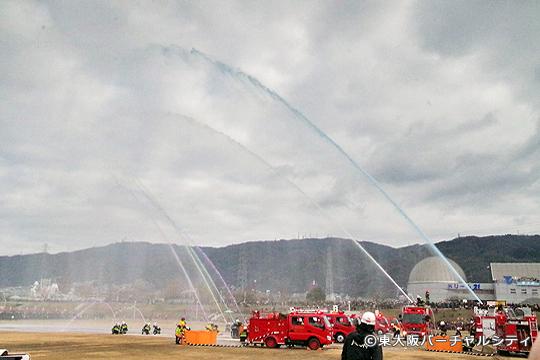 消防ポンプ車などによる一斉放水訓練 圧巻でした!