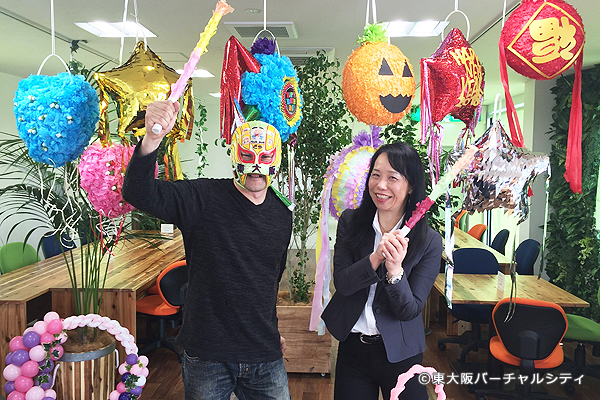 取材中にマスクド東大阪が乱入してきたので榛木さんと一緒に