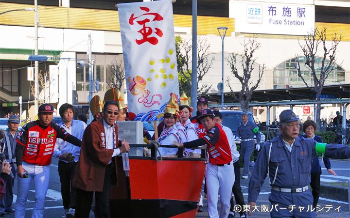 今年も地元東大阪のプロ野球独立球団06ブルズの選手がお手伝い