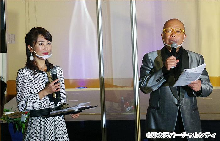 今年も司会はタージンさん(右)と永倉由季さん(左)