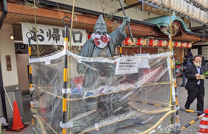 日本一の大きさのえべっさんも今年はマスクをして「ノータッチ」